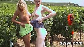2 amatrices lesbiennes exhib dans les champs avant trio dans les vignes