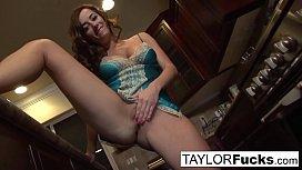 Taylor Vixen sexy solo...