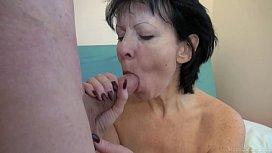 Mature lady seduced a...