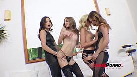 Roxy Dee, Jenna Clarke...