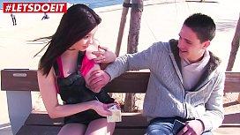 LETSDOEIT  Asian Hottie 미유키 아들이 돈을 위해 아마추어 스터드를 설득하다