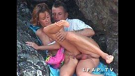 Seance sodomie entre les rochers pour ce couple amateur libertin mature sperm shack