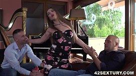 Pianist slut double penetrated...