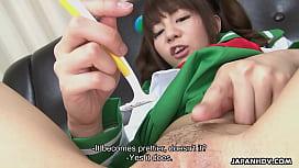 Tender Japanese teen gets her tender pussy shaved