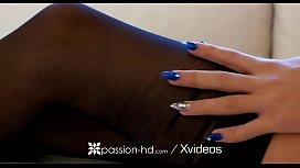 PASSION-HD Submissive petite...