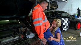 Der Automechaniker...