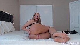 PAWG Mature Camgirl Twerks...