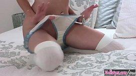 Skinny teen (Anna Lynn Cruz) rubs her pussy - Twistys