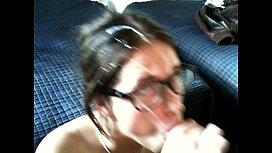 VD0001-Nerd de oculos tomando leitinho.MOV