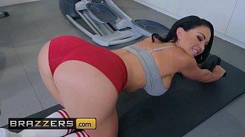 Big Wet Butts Brooke Beretta Keiran Lee Workout Sex Club Brazzers thumbnail