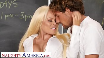 Naughty America Nikki Delano Gets Sperm Donated By Student