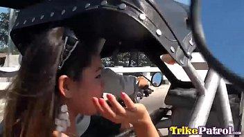 Petite Filipina eats semen of bold foreign tourist after rundown in trike