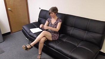 Scopa il capo del marito nel suo ufficio - immagini ragazze nude