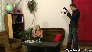 У сына большой член и мать хочет его русское видео