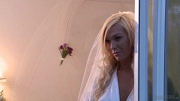 Невеста транс трахает мужика