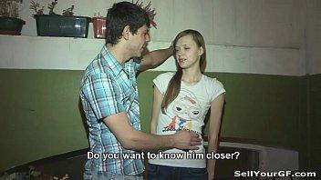 Азер доводит свою девушку до оргазма