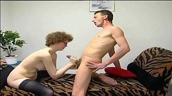 Nerd desajeitada dando a buceta pro marido - http://xxxtube.com.br