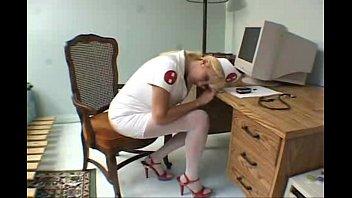 Шикарный секс развратной медсестрой в униформе