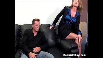 Зрелую блондинку вдвоем порно видео