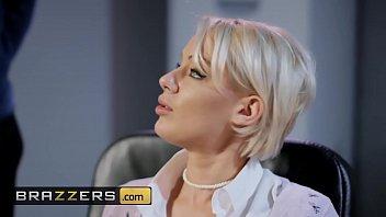 Blonda Priveste Pofticioasa Cum Alta Cu Ochelari Este Fututa