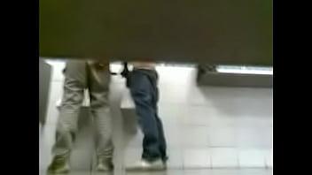 Pega&ccedil_&atilde_o em banheiro de supermercado 2