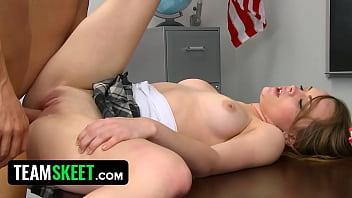 Межрасовый анальный секс на баркой стойке