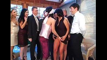 Порноролики лесбийское пати в ночном клубе