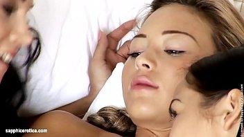 Seduced Stranger sensual lesbian scene by SapphiX