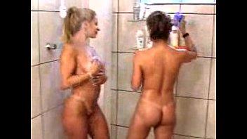 MO - Jaqueline Santarém e Sandra Filakoski - Banho (Sexy)