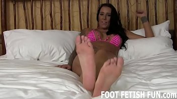 I want to show my 18yo feet off for you