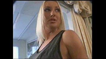 Dona de casa - Krysti Lynn linda loira