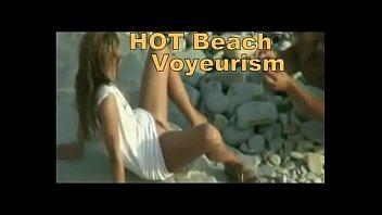 Подглядывание на пляже порно видео