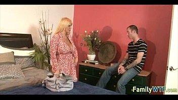 Русский инцест порно видео сын подглядывает за мамой