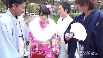 成人式の和服がかわいい童顔美少女が酔った親戚に手マンされちゃう