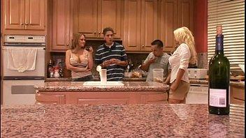 Порно фильм девушки из дома на колёсах