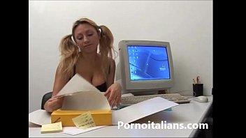 Incesto italiano ! Biondina tettona succhia cazzo grosso del papa