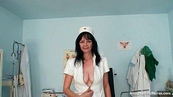 Зрелая мамуля возбудила родного сына трахалься секс видео