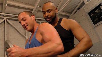 Порно гей негры мускулистые большой член