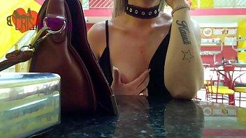 Cristina Almeida em algumas compilações de seus vídeos, sensuais, de exibicionismo, chupando rola, levando na buceta e no cuzinho e engolindo porra o corninho grava sua esposa safada