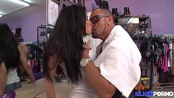 Samantha, la coiffeuse latina a des envies de sexe