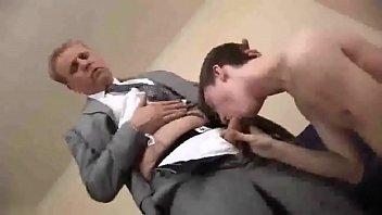 Босс трахает своего зама гея