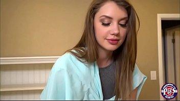 Sexy teen Elena Koshka sopra um pau duro e é pego