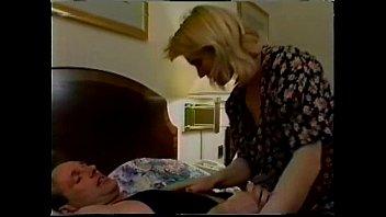 Порно любовник кончает на грудь муж сп