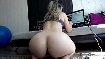 Sexydea Dildo Fun on webcam