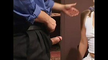 Чувак заказал в номере два восточных шалавок, совсем голые женщины смотреть