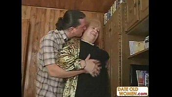 Волосатые старухи раком порно