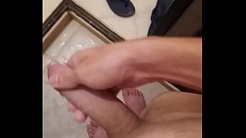 Me masturbo depilado para ti siendo virgen <3