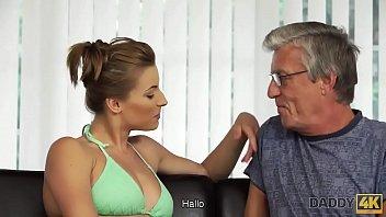 DADDY4K. Papa hat viel Geld und ist sehr sanft mit Teen Mädchen