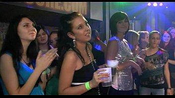 Фото лесбиянки лижущих жопы