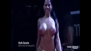 В бассейне с медсестрами порно